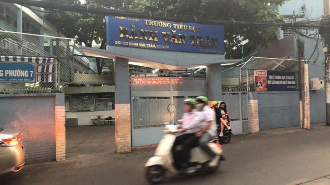 Uống trà sữa, 15 học sinh trường tiểu học ở Sài Gòn bị đau bụng, nôn mửa nghi bị ngộ độc - Ảnh 1.