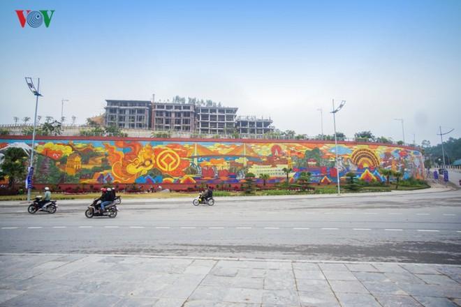 Những hình ảnh về bức phù điêu gốm màu lớn nhất Việt Nam - Ảnh 1.