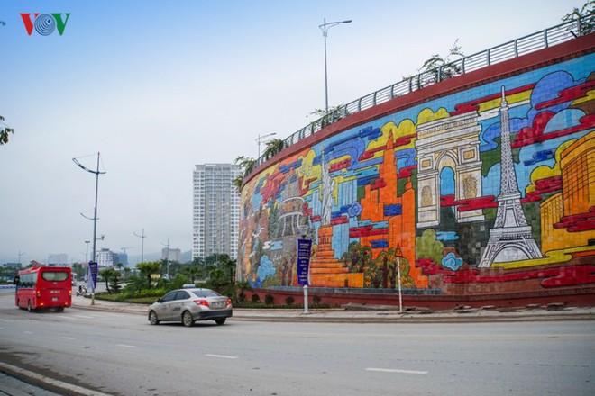 Những hình ảnh về bức phù điêu gốm màu lớn nhất Việt Nam - Ảnh 2.