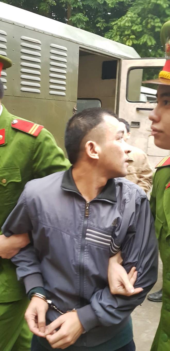 Xét xử vụ án chạy thận sáng 8/1: Bị cáo cùng tội danh với BS Lương dáo dác tìm người thân - Ảnh 2.