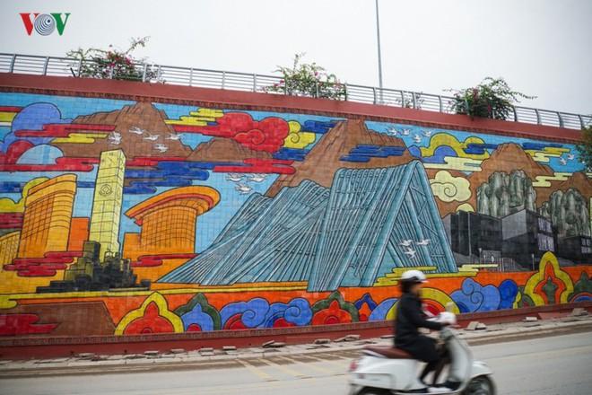 Những hình ảnh về bức phù điêu gốm màu lớn nhất Việt Nam - Ảnh 11.