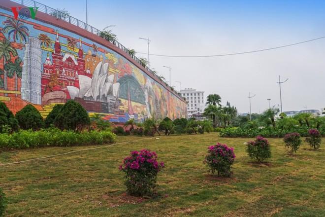 Những hình ảnh về bức phù điêu gốm màu lớn nhất Việt Nam - Ảnh 12.