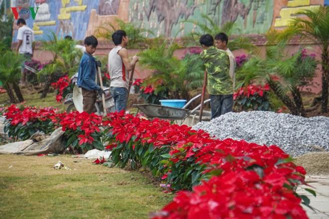 Những hình ảnh về bức phù điêu gốm màu lớn nhất Việt Nam - Ảnh 14.