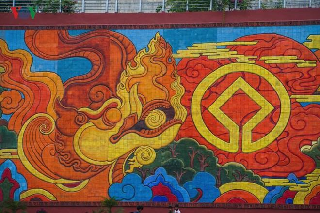 Những hình ảnh về bức phù điêu gốm màu lớn nhất Việt Nam - Ảnh 3.