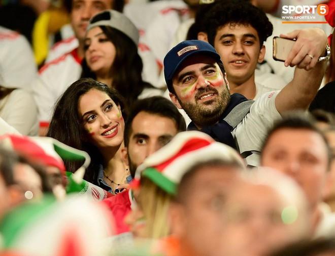 Fangirl Iran đẹp xuất thần trong ngày đội nhà giành chiến thắng đậm trước Yemen - Ảnh 3.
