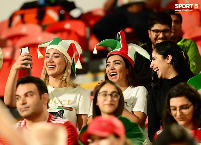 Fangirl Iran đẹp xuất thần trong ngày đội nhà giành chiến thắng đậm trước Yemen - Ảnh 4.