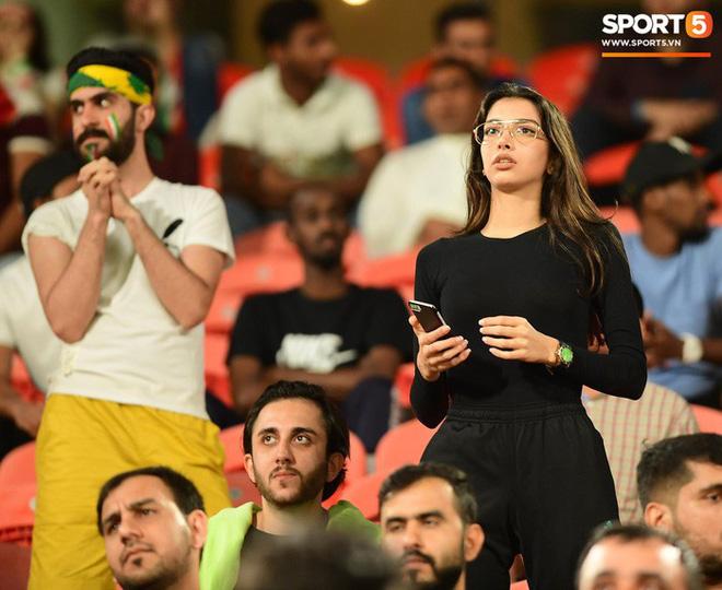 Fangirl Iran đẹp xuất thần trong ngày đội nhà giành chiến thắng đậm trước Yemen - Ảnh 7.