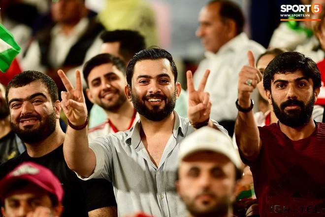Fangirl Iran đẹp xuất thần trong ngày đội nhà giành chiến thắng đậm trước Yemen - Ảnh 8.