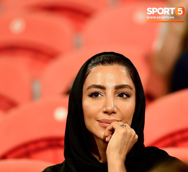 Fangirl Iran đẹp xuất thần trong ngày đội nhà giành chiến thắng đậm trước Yemen - Ảnh 9.