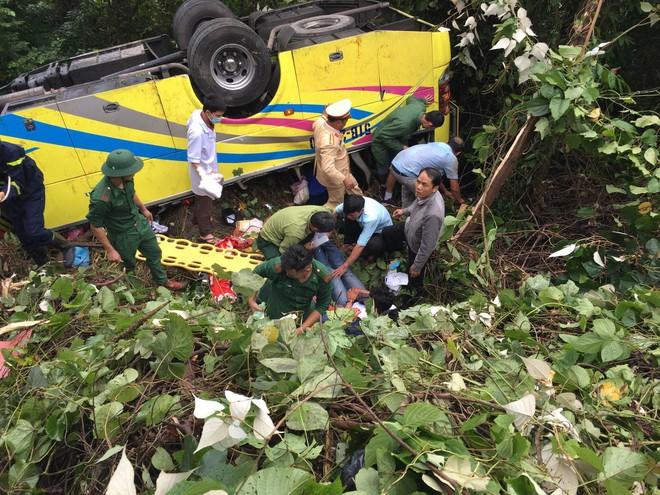 Tài xế vụ xe khách rơi xuống vực khiến 1 nữ sinh tử vong khai do xe mất thắng - Ảnh 1.