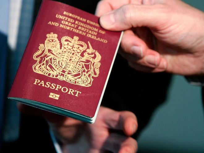 Góc khuất đằng sau những cuốn hộ chiếu đầy quyền lực: Mọi thứ đều được giải quyết bằng tiền - Ảnh 1.