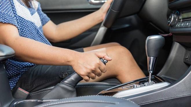Dấu hiệu cảnh báo hệ thống phanh ô tô đang có vấn đề - Ảnh 2.