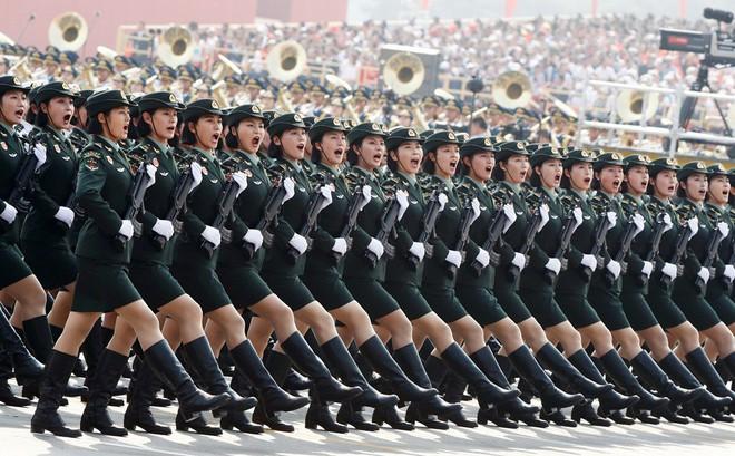 24h qua ảnh: Nữ quân nhân Trung Quốc rạng ngời trong lễ duyệt binh