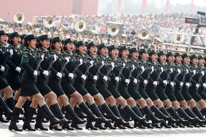 24h qua ảnh: Nữ quân nhân Trung Quốc rạng ngời trong lễ duyệt binh - Ảnh 3.