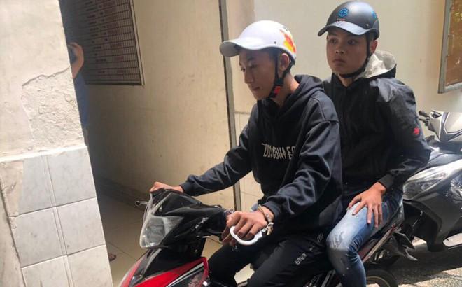 Cô gái bị 4 tên cướp giật túi ngã 2 lần, kéo lê trên đường Sài Gòn