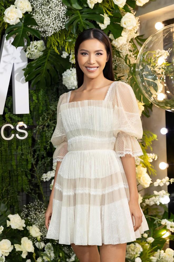 Trang Trần cùng Minh Tú gây chú ý với hình ảnh dịu dàng, nữ tính - Ảnh 2.