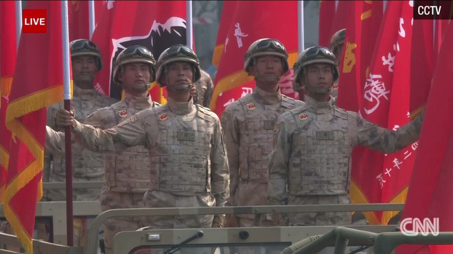 Trung Quốc phô diễn khí tài tại lễ duyệt binh lớn nhất lịch sử - Ảnh 4.