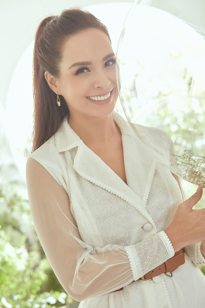 Trang Trần cùng Minh Tú gây chú ý với hình ảnh dịu dàng, nữ tính - Ảnh 12.