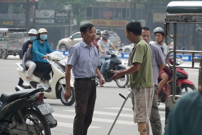 Phe vé ráo riết chèo kéo thương binh bán lại vé trận Việt Nam - Malaysia giá 1,5 triệu đồng/vé - Ảnh 16.