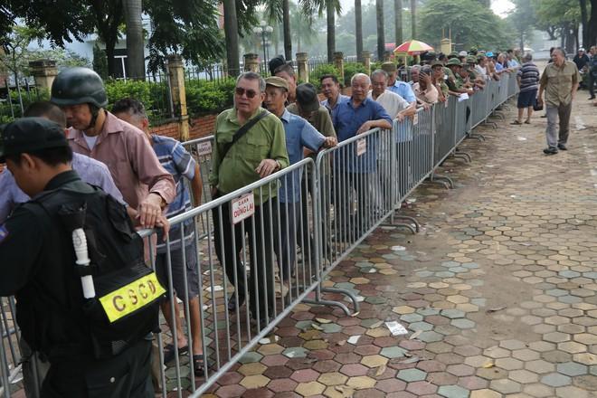 Phe vé ráo riết chèo kéo thương binh bán lại vé trận Việt Nam - Malaysia giá 1,5 triệu đồng/vé - Ảnh 1.