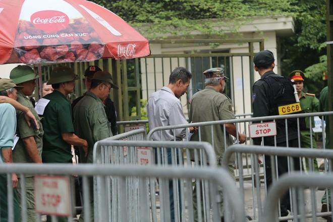 Phe vé ráo riết chèo kéo thương binh bán lại vé trận Việt Nam - Malaysia giá 1,5 triệu đồng/vé - Ảnh 12.