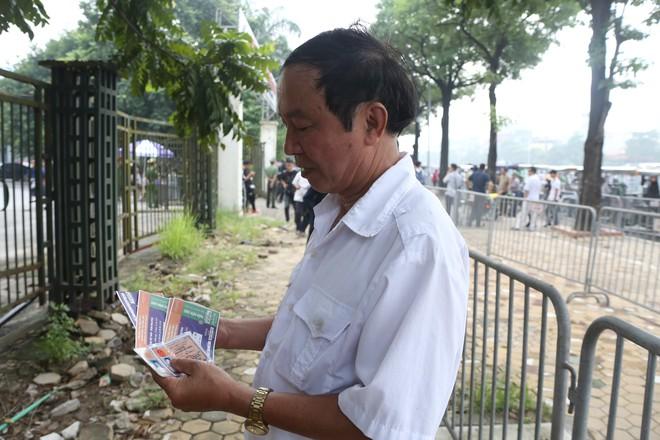 Phe vé ráo riết chèo kéo thương binh bán lại vé trận Việt Nam - Malaysia giá 1,5 triệu đồng/vé - Ảnh 14.