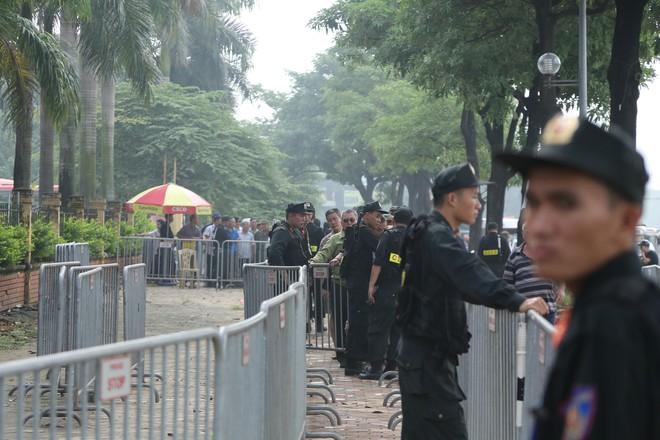Phe vé ráo riết chèo kéo thương binh bán lại vé trận Việt Nam - Malaysia giá 1,5 triệu đồng/vé - Ảnh 3.