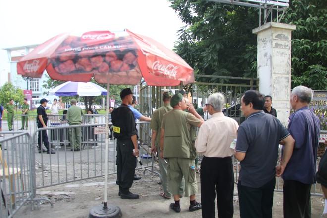 Phe vé ráo riết chèo kéo thương binh bán lại vé trận Việt Nam - Malaysia giá 1,5 triệu đồng/vé - Ảnh 4.