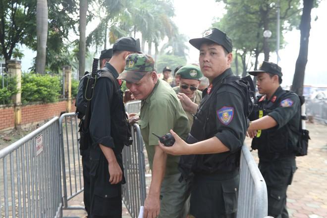 Phe vé ráo riết chèo kéo thương binh bán lại vé trận Việt Nam - Malaysia giá 1,5 triệu đồng/vé - Ảnh 5.