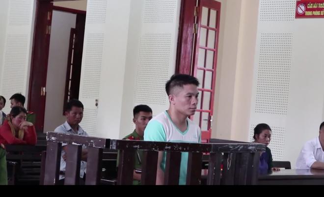 Vợ ngã khuỵu, khóc ngất giữa sân tòa khi nghe chồng bị tuyên án tử - ảnh 1