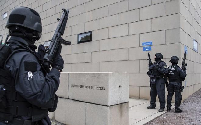 Một tay súng sử dụng Twitch để livestream cuộc tấn công vào giáo đường Do Thái tại Đức