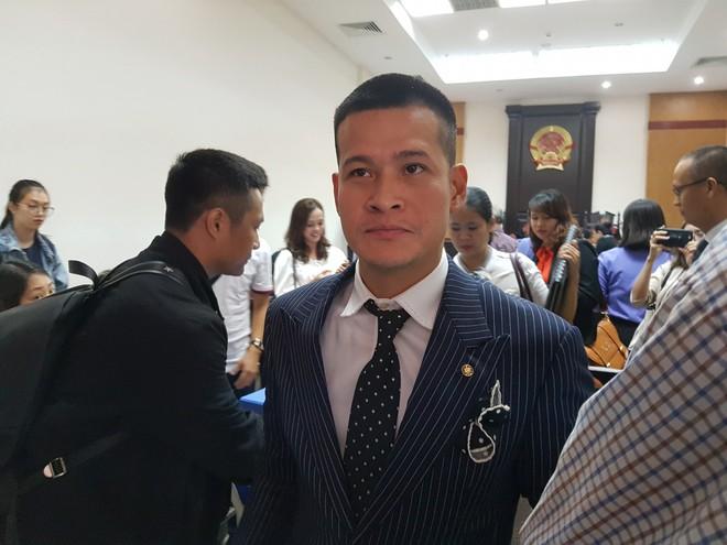 Hoãn phiên tòa vì đại diện Tuần Châu bị sốt virus, đạo diễn Việt Tú nói gì? - Ảnh 2.