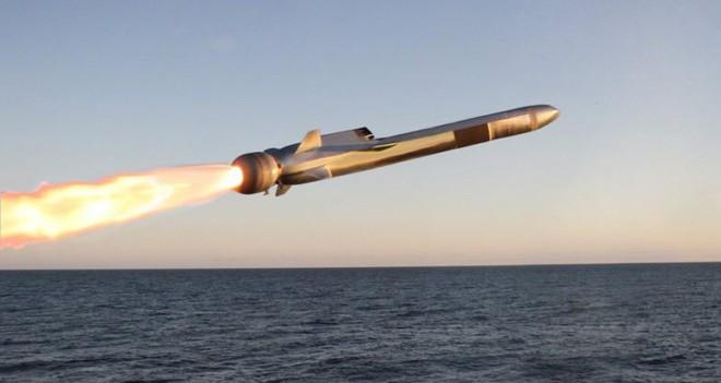 Mỹ biên chế tên lửa đẹp và thông minh: Đáp trả màn duyệt binh khoe mẽ của Trung Quốc? - Ảnh 1.