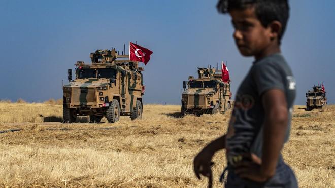Phủ nhận bật đèn xanh cho Thổ Nhĩ Kỳ, ông Trump vẫn trách móc người Kurd vì chuyện từ thời... Thế Chiến 2 - Ảnh 1.