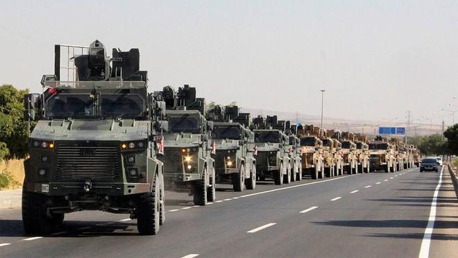 Iran tập trận sát biên, cảnh báo Thổ dừng bắn phá Syria - ảnh 1