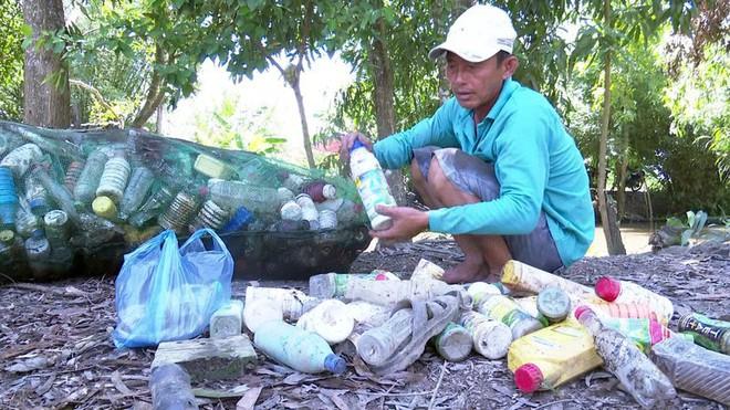 Độc đáo bè qua sông làm bằng vỏ chai thuốc bảo vệ thực vật - Ảnh 4.