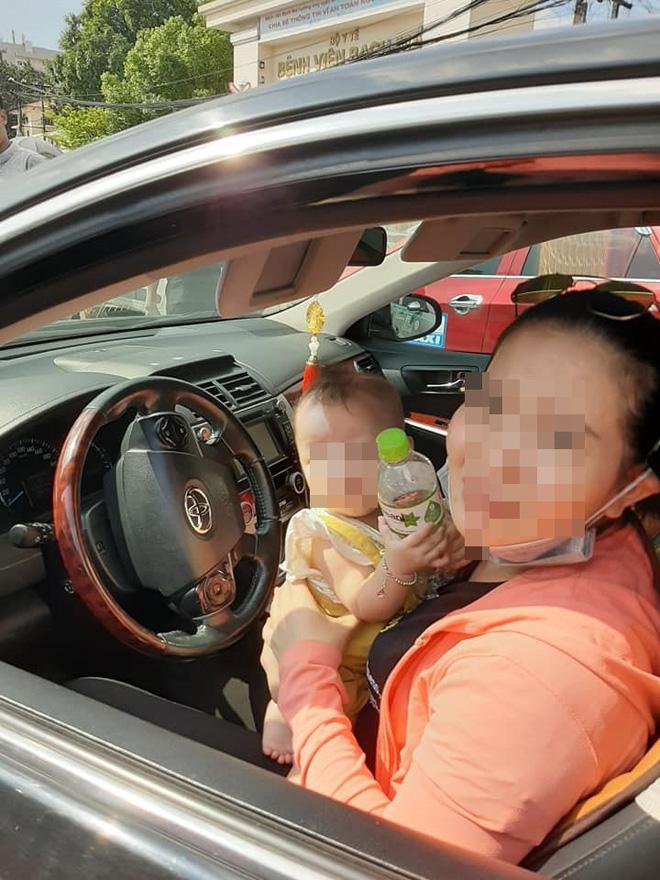 Xuống xe nói chuyện với tài xế sau khi bị đâm, người đàn ông ngạc nhiên bởi cảnh tượng trong ghế lái - Ảnh 2.