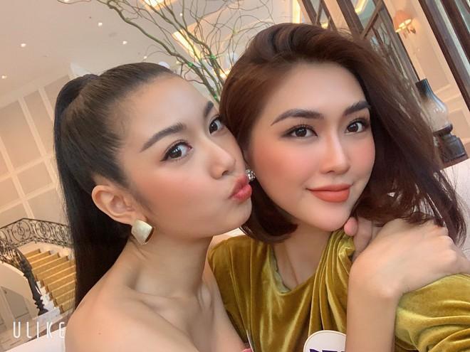 Tường Linh, Thúy Vân dính nhau như sam tại cuộc thi Hoa hậu Hoàn vũ - Ảnh 4.
