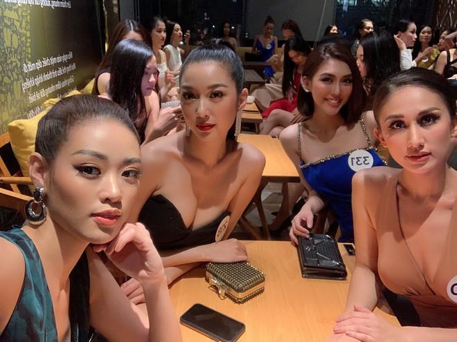 Tường Linh, Thúy Vân dính nhau như sam tại cuộc thi Hoa hậu Hoàn vũ - Ảnh 9.