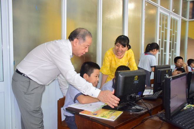 Chủ tịch tỉnh bất ngờ rủ giám đốc sở đến dự giờ một tiết học lớp 9 - Ảnh 5.
