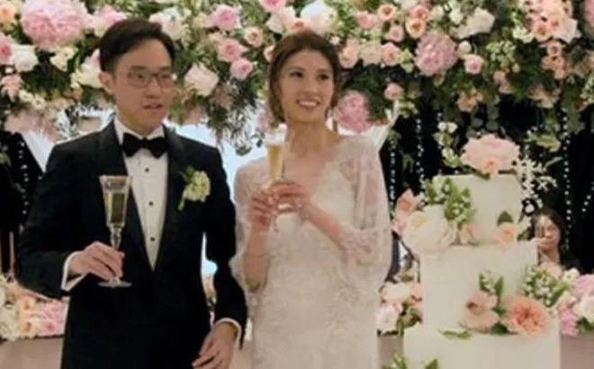 Cô dâu chi gần 30 triệu để mua hoa bài trí thử trước ngày cưới, thay đổi 4 bộ váy cưới gần 1 tỷ