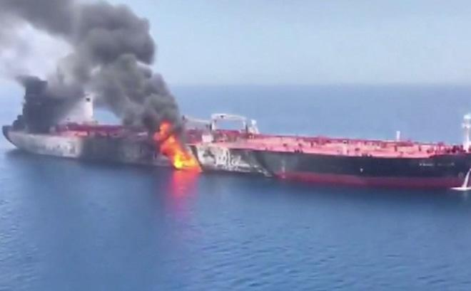 NÓNG: Tàu chở dầu Iran bị tấn công gần cảng Saudi, Trung Đông trên bờ vực chiến tranh?