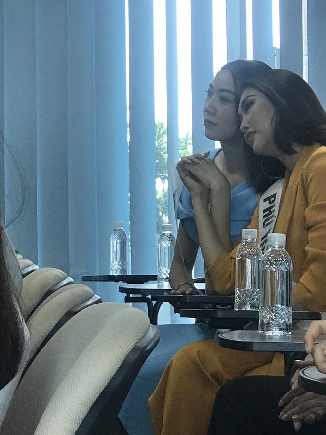 Tường Linh, Thúy Vân dính nhau như sam tại cuộc thi Hoa hậu Hoàn vũ - Ảnh 7.