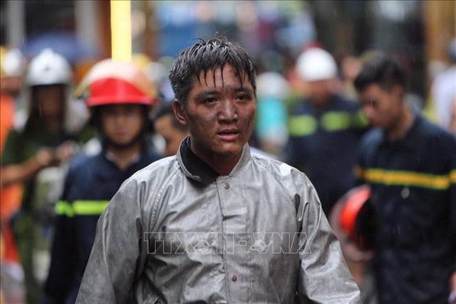 Khoảnh khắc ấm áp: Chàng trai được chiến sĩ PCCC cõng khỏi đám cháy gặp gỡ và gửi lời cảm ơn tới các ân nhân - ảnh 3