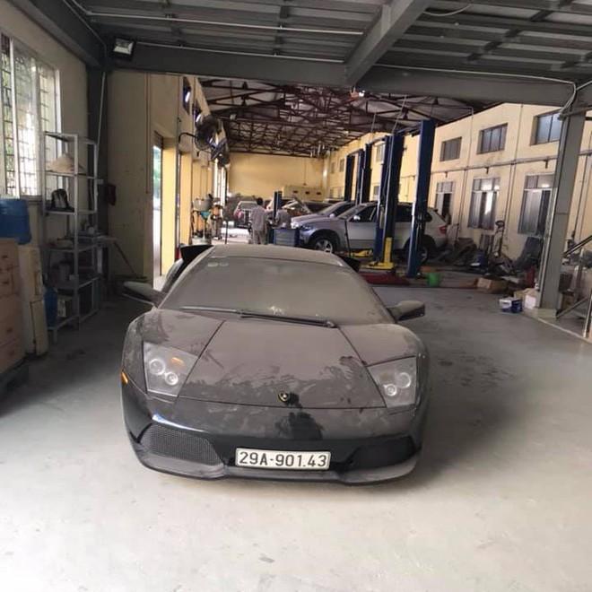 Xót xa bộ đôi Lamborghini Murcielago và Ferrari 458 Italia phủ bụi tại Hà Nội - Ảnh 1.