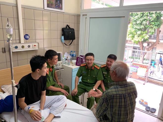2 bố con nam sinh Hà Nội mang quà cảm ơn lớn nhất tặng chiến sỹ PCCC đã cứu mạng mình - ảnh 5
