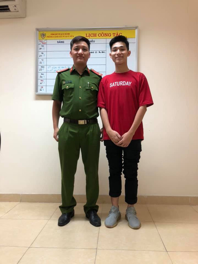 2 bố con nam sinh Hà Nội mang quà cảm ơn lớn nhất tặng chiến sỹ PCCC đã cứu mạng mình - ảnh 2