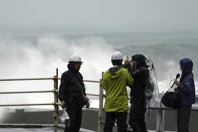 Siêu bão Hagibis dữ dội nhất thế kỷ: Trải rộng 1.400 km, nuốt chửng cả Nhật Bản - Ảnh 1.