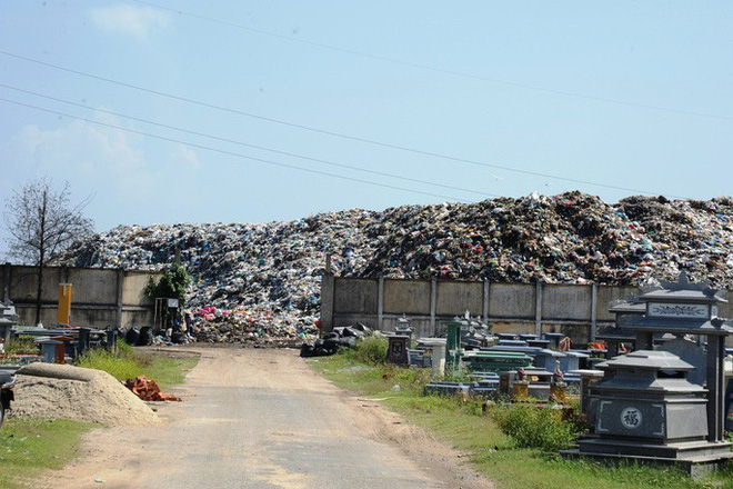 Ứ đọng hơn 270.000 tấn rác, Hội An muốn thu phí môi trường du khách - Ảnh 2.