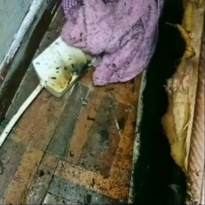 Cậu bé chết thảm khi nghịch dây sạc cắm trong ổ điện, bà mẹ trẻ hối hận gào khóc thê lương - Ảnh 4.